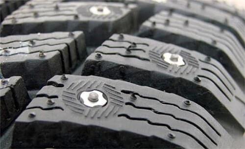 шипы на шине